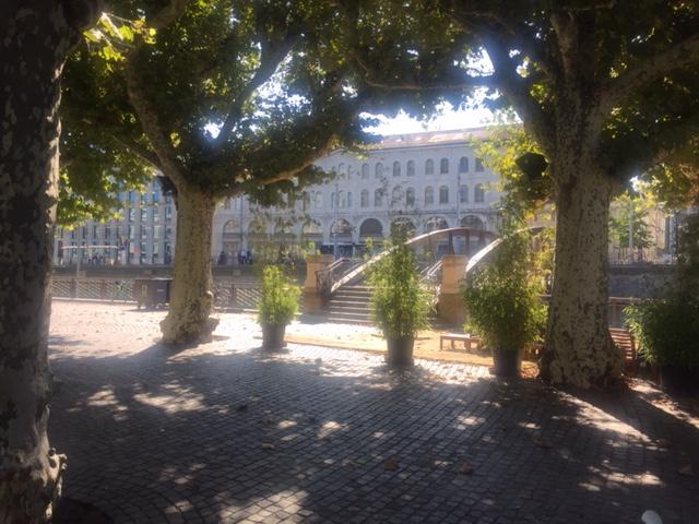 > > > Vous êtes dans le coin de Genève et vous cherchez nos… (via facebook)